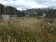 СНТ, зем. уч-к 6 сот., пустой, 2-й от леса в дер. Леониха (п. Любучаны). Рядом с лесным озером 350м