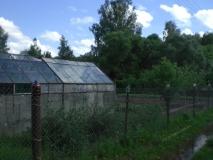 СНТ д. Сынково, участок 6,37 сот. по документам, 10сот в заборе, находится на берегу речки, 1-я линия, с щитовым домом 6х5, 50кв. м